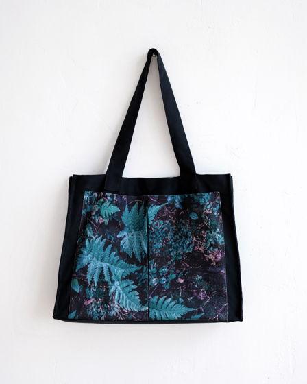 Сумка черная из плотного хлопка с авторским принтом «Балийские листья»