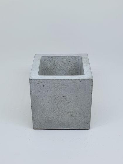 Кашпо из бетона серый куб