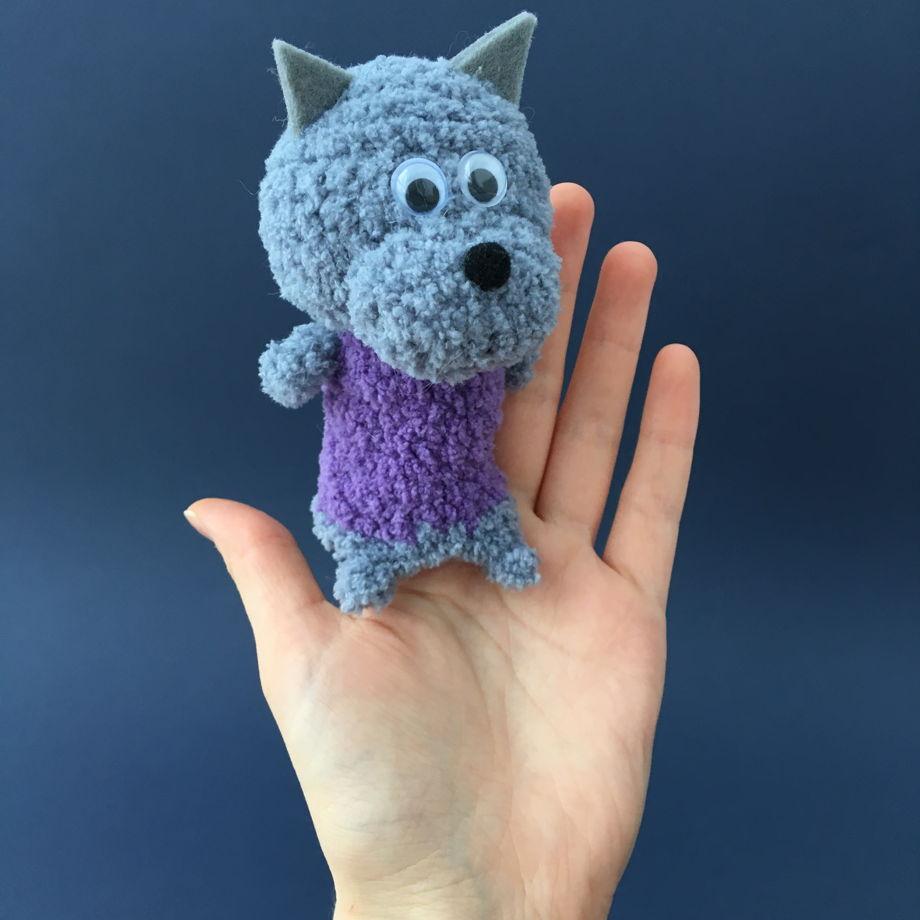 Вязаные пальчиковые игрушки «Волк и три поросёнка»
