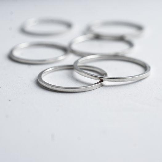 Тонкое кольцо на фалангу