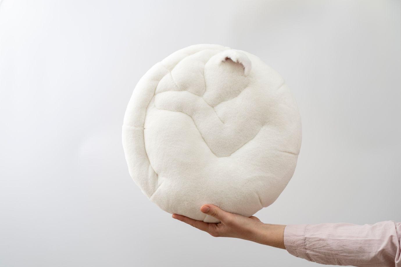 круглая подушка-кот ручной работы из эко-меха