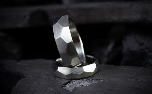 """Обручальные кольца """"Преисполнение в гранях"""""""