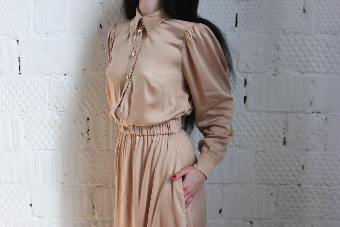 Романтичное нюдовое платье