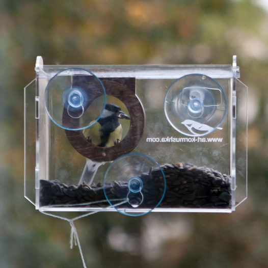 """Кормушка на присосках для диких птиц на оконное стекло """"Фотокамера"""""""