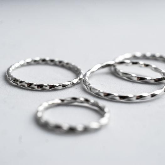 Крученное кольцо из серебра