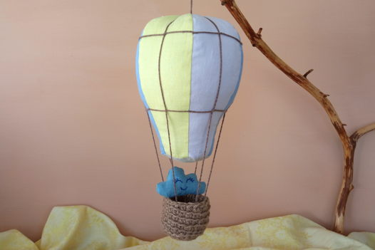 Подвесной воздушный шар изо льна ручной работы (синий/желтый/светло-фиолетовый)