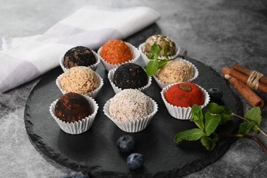 Набор из полезных десертов ручной работы