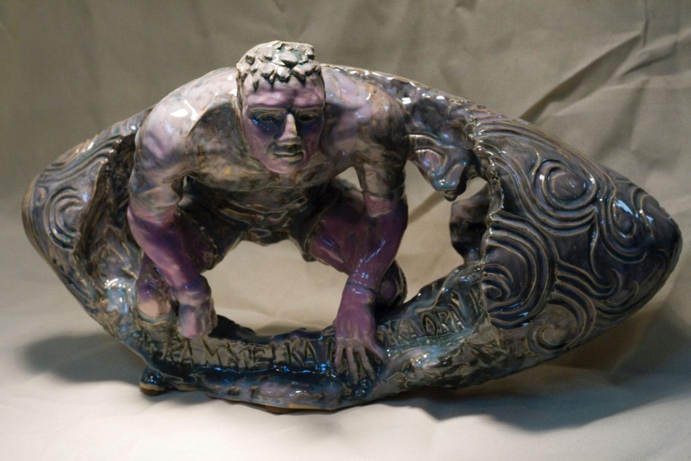 Керамическая скульптура Ka Mate! Ka Ora!