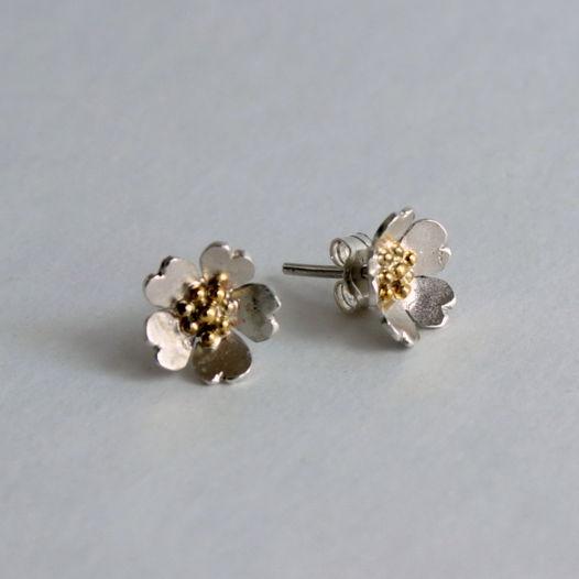Серьги-гвоздики Цветочки из серебра с латунью