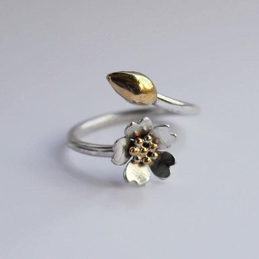 Разъемное кольцо Цветочек из серебра с латунью