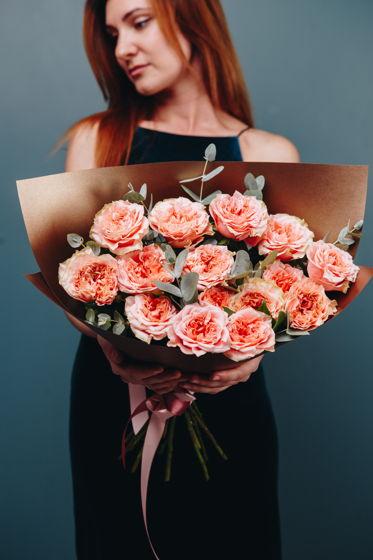"""Монобукет из пионовидной розы с эвкалиптом """"Персиковый нектар"""""""