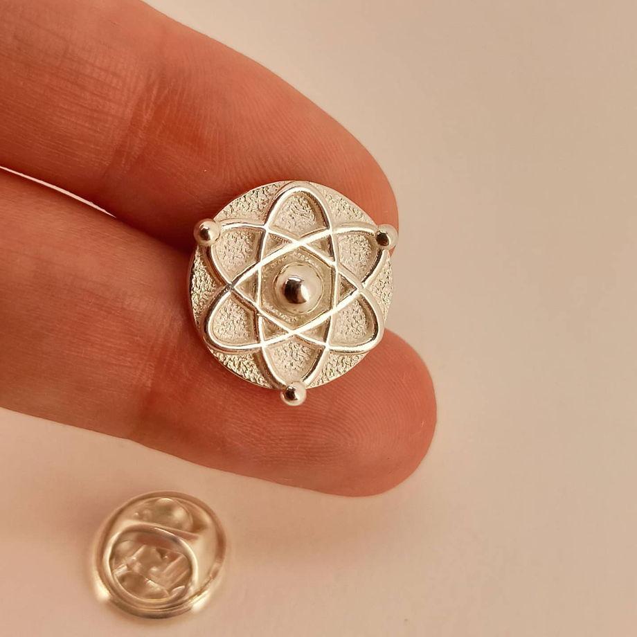 Серебряный значок Протон для Физиков и Ученых