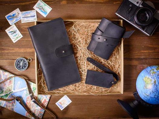 Подарочный набор аксессуаров из кожи -BORN WILD- цвет Черный уголь