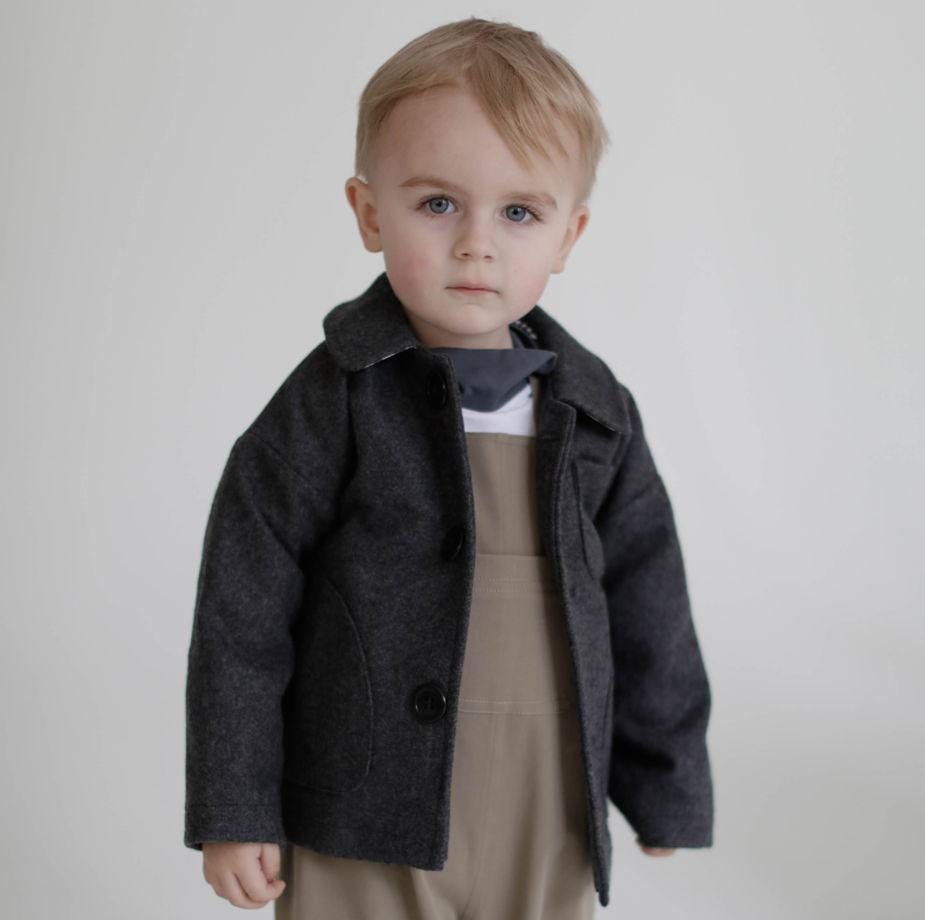 Пальто серое на подкладке