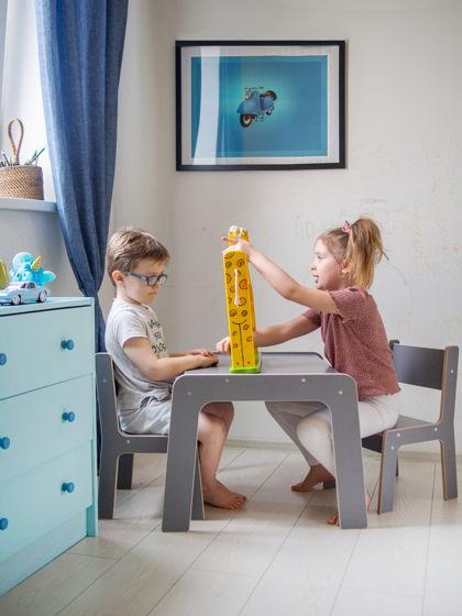 Комплект серой детской мебели стол и два стула Киддис