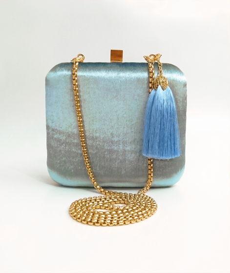 Клатч небесно-голубой из шёлкового бархата с золотым металлом