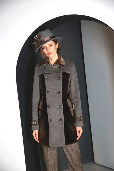 Пальто-тренч с мехом нерпы шоколад