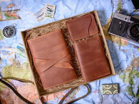 Подарочный набор аксессуаров из кожи -FLAGMAN- цвет Коньяк