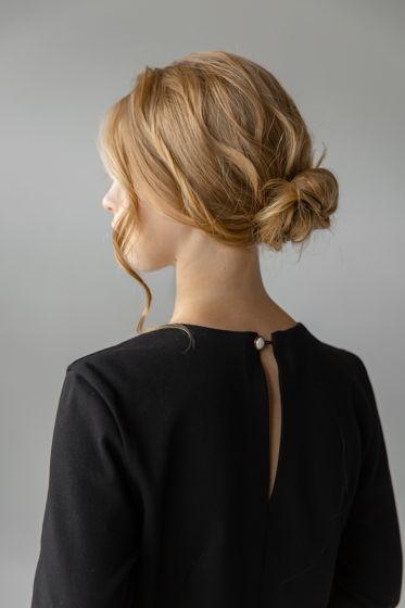 Платье силуэтное с вырезом на спине