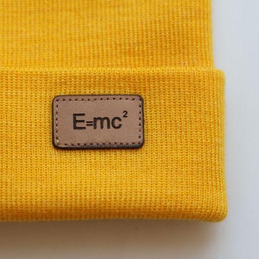 Теплая шапка Е=МС2. Цвета в ассортименте
