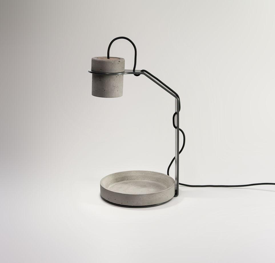 Настольный светильник из бетона INTO
