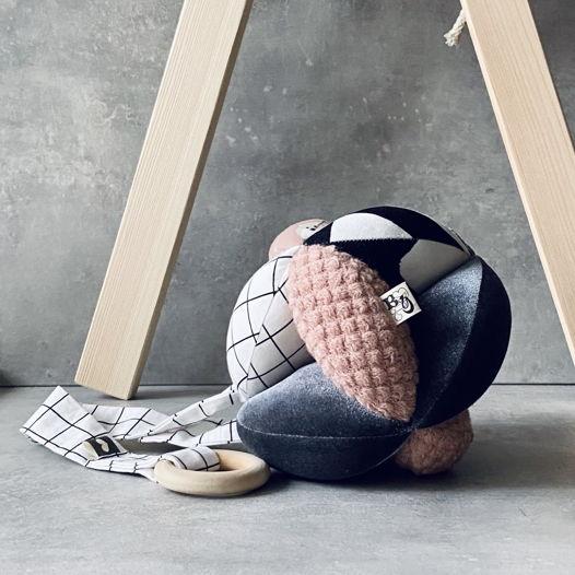 мяч Такане  разнофактурный  или монтессори мяч «Пыльно-розовый»