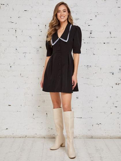 Платье с акцентным воротником