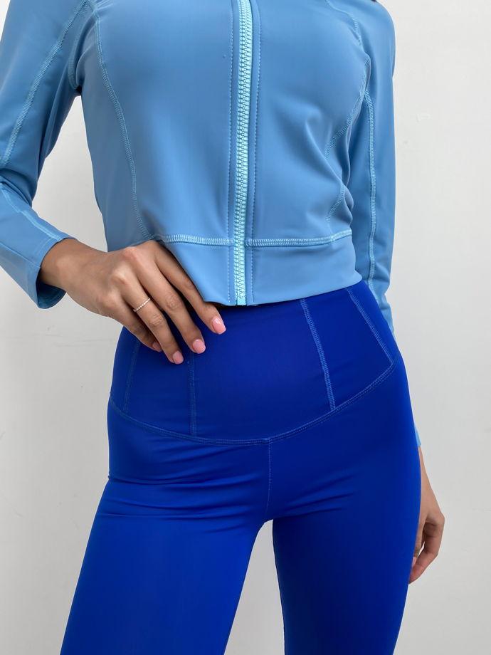 Спортивный лонгслив на молнии. Цвет: голубой. Материал: бифлекс.