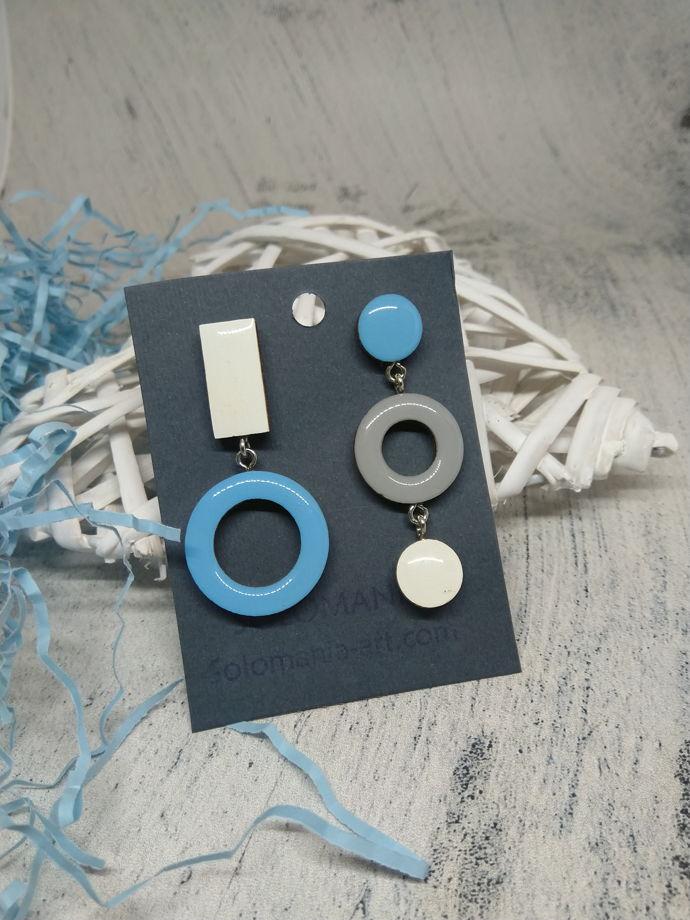 Серьги бело-голубые ассимметрия из дерева Solomania