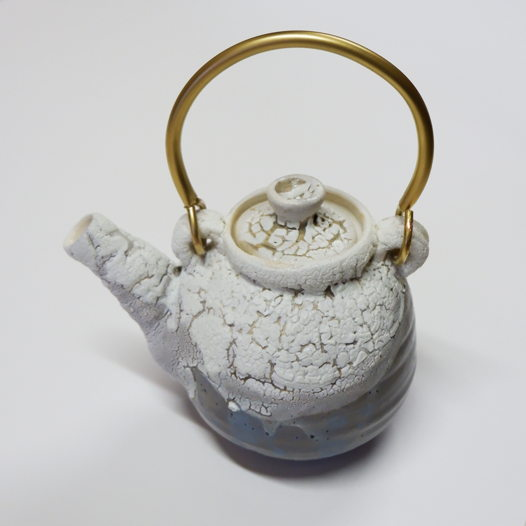 Керамический заварной чайник ручной работы.