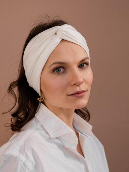 Повязка для волос женская, белая из мягкого трикотажа