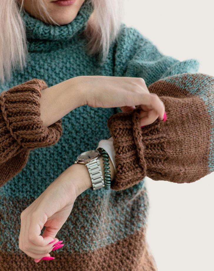 Свитер женский ручной работы с градиентом из натуральной пряжи.