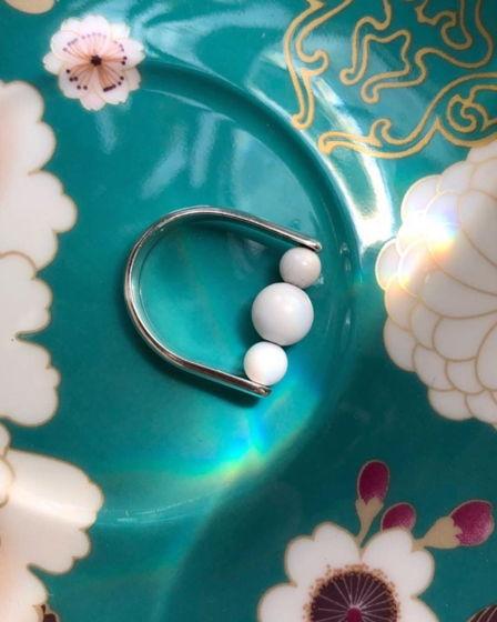 Кольцо с белым кораллом Hanami Dango
