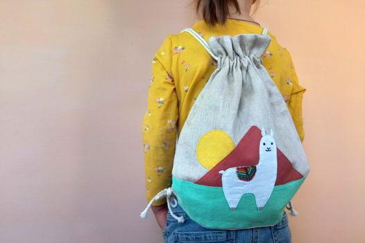 """Детский льняной рюкзачок ручной работы с аппликацией """"Альпака"""""""