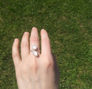 "Кольцо с лунными камнями """"Лепесток"", размер 16 - 20"