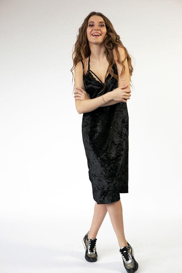 Платье из  бархата черное