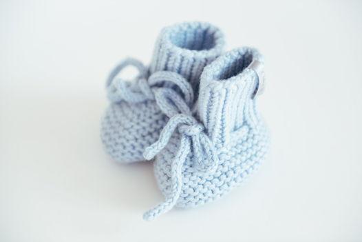 Голубые вязаные пинетки для новорожденных  из  100% мериноса ручной работы