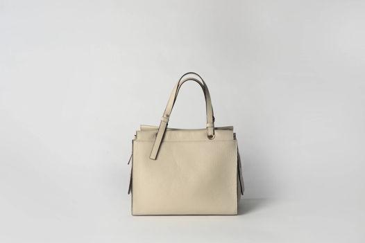 Женская кожаная сумка цвета слоновой кости |  на подкладке и молнии