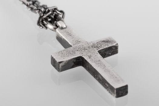 Средний серебряный крест на цепи