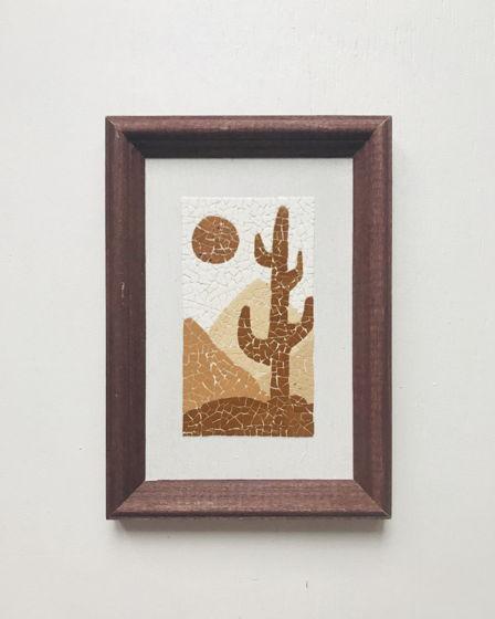 Картина 10*15 см «Кактус» ручной работы  из яичной скорлупы натуральных оттенков