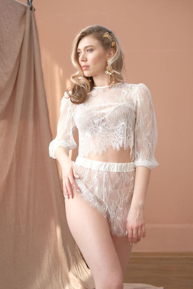"""Кружевная пижама """"Alba""""укороченный топ с объемными рукавами и шортики с атласным поясом"""