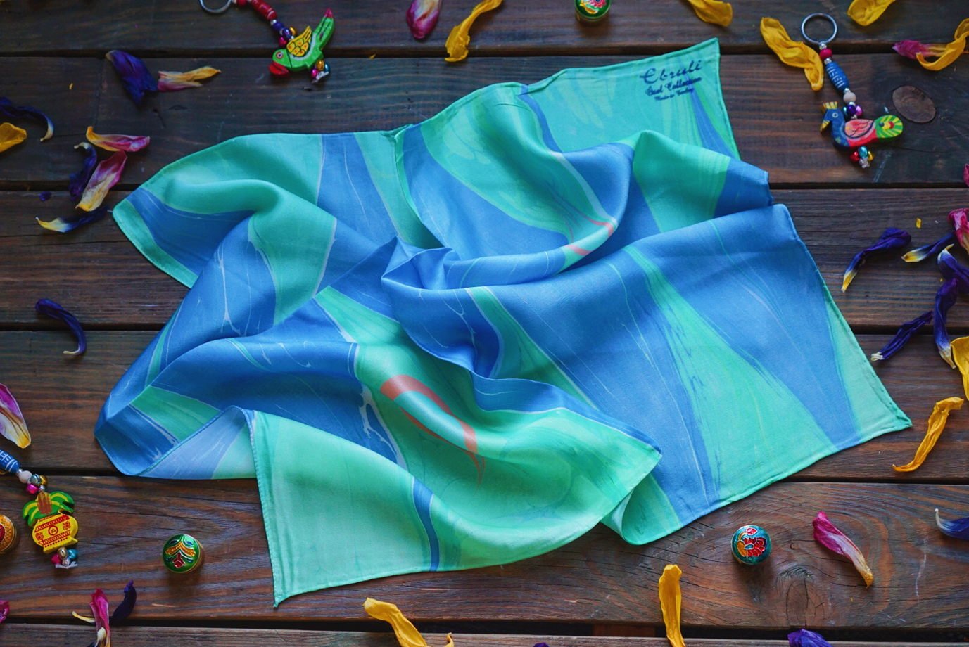 Квадратный шёлковый платок