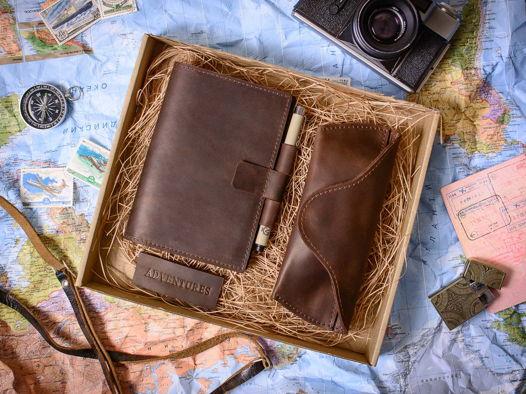 Подарочный набор ручной работы -ADVENTURE- блокнот и очечник из натуральной кожи цвет Шоколад