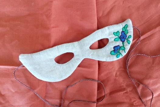 """Маскарадная маска с ручной вышивкой """"Черника"""""""