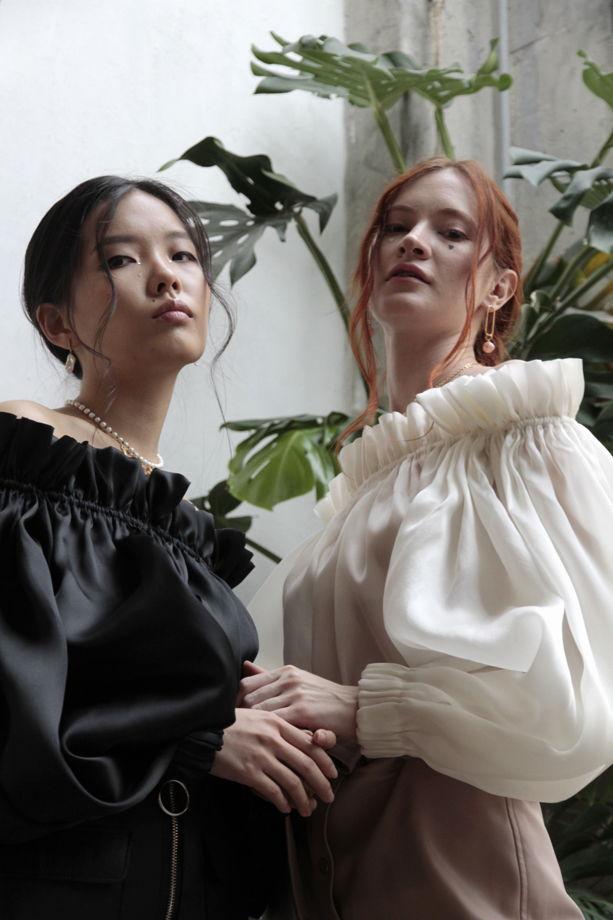 Блуза бутон из органзы с шелком королевского черного цвета