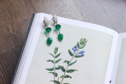 Ажурные серебряные серьги с зеленым ониксом