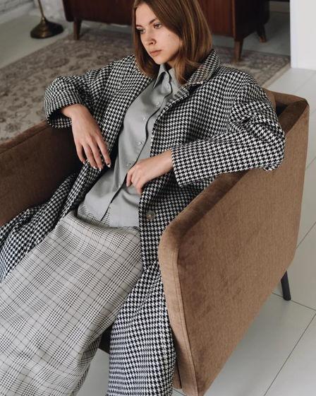 Удлинённое пальто из шерсти со шлицей на кнопках