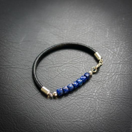 Лаконичный кожаный браслет с лазуритом