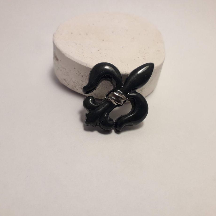 Фарфоровая брошь из черного фарфора с платиной