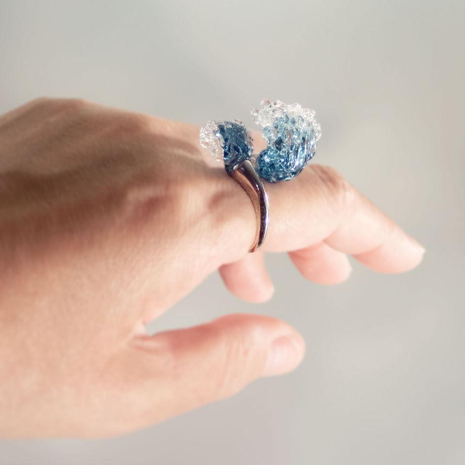Безразмерное кольцо на серебряной основе Две волны